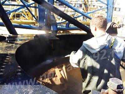 Гидроструйная очистка 500 бар башенного крана перед покраской