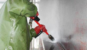 Очистка металла на гидросооружениях